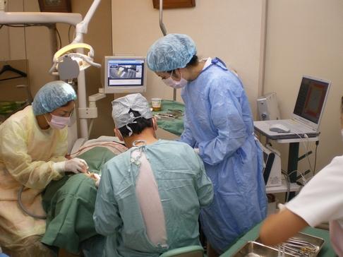 村上歯科医院 インプラント治療の様子
